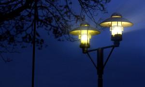 Sicherheit: Straßenbeleuchtung per Handy aktivieren